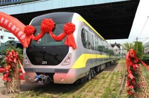 天津地铁2号线首列车辆下线
