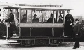 1881年西门子制造的第一台有轨电车