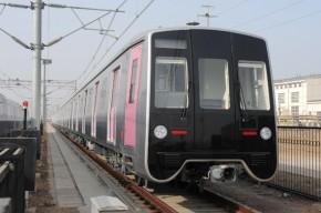 青岛四方造中国首列轻量化不锈钢A型地铁车辆