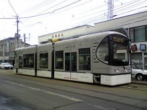 日本川崎重工的镍氢电池驱动Swimo型有轨电车